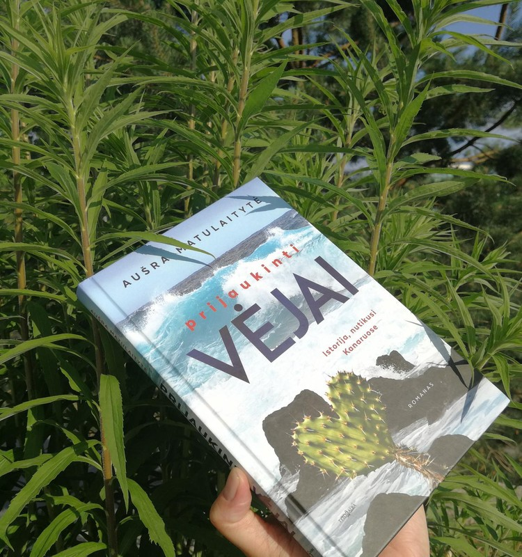 Vasara kvepanti knyga