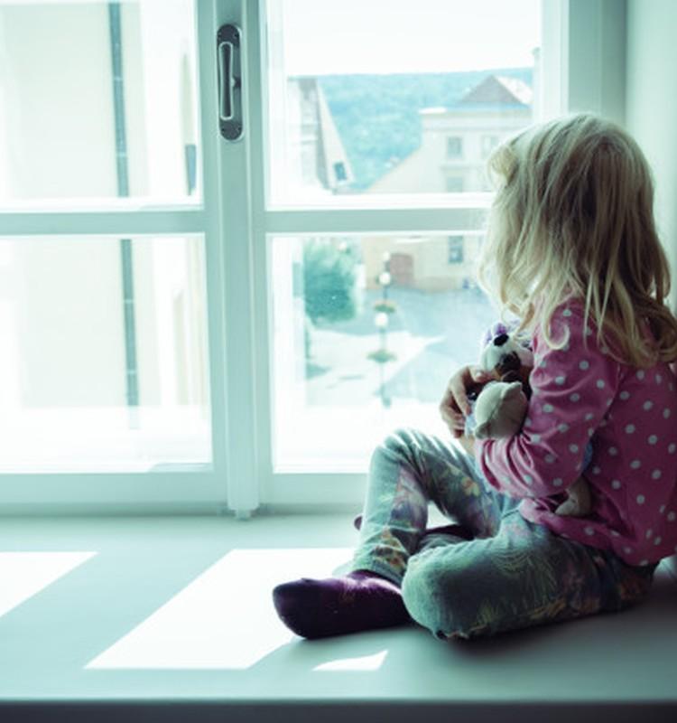 """""""Eik ir pagalvok apie savo elgesį"""": anot psichologų, mamos tyla prilygsta fizinei bausmei"""