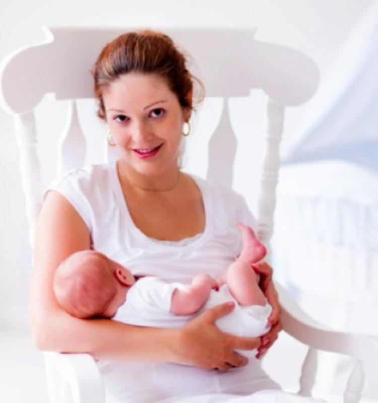 """5 priežastys, kodėl kūdikis labiau """"myli"""" vieną mamos krūtį"""