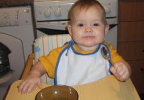 Kada galima maitinti vaiką košėmis: 2 gydytojų patarimai