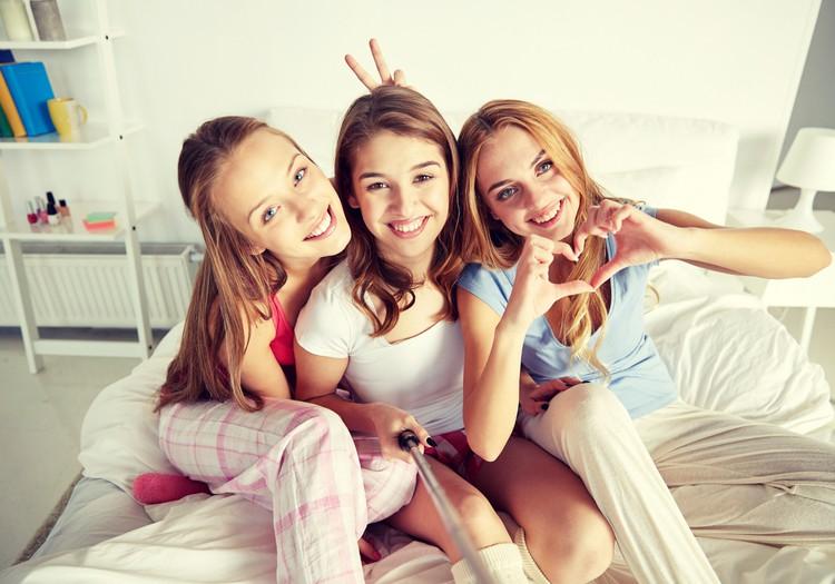 Visuomenė net karantino metu linkusi padėti higieninių priemonių stokojančioms merginoms