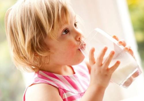 Karvės pienas vaikui: nuo kada?