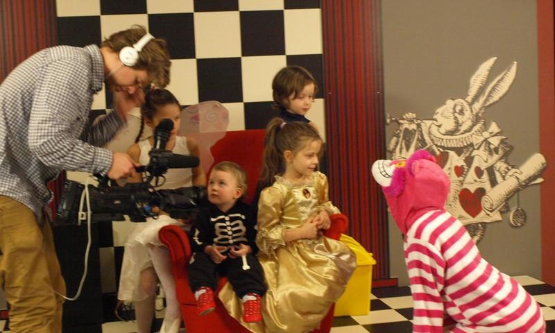 """Reportažas iš """"Pasakų šalies"""": Princesės, Fėjos, Betmeno ir Nykštuko nuotykiai"""