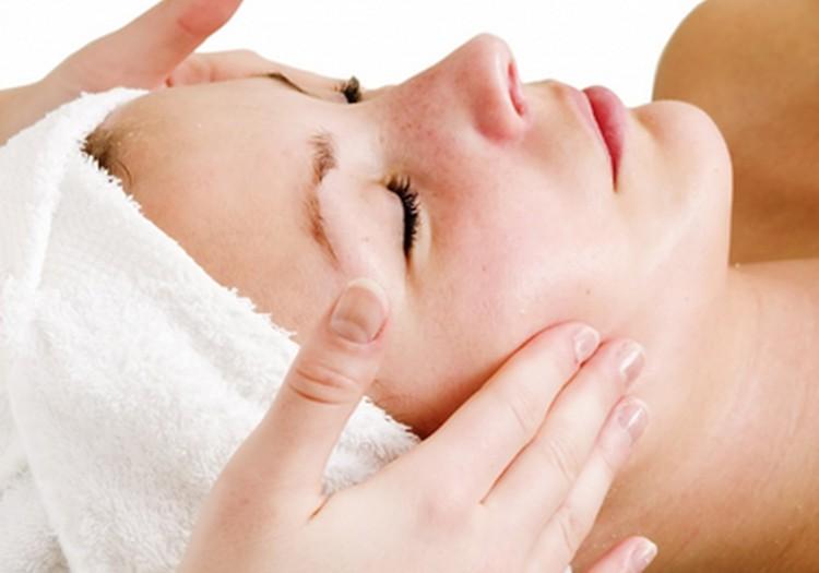 Kaip prižiūrėti odą su išsiplėtusiais kapiliarais: kosmetologės patarimai