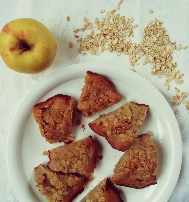 Obuolių pyragas iš avižinių miltų