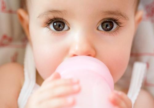 Ar duoti iki 6 mėnesių mažyliui vandens vasarą?