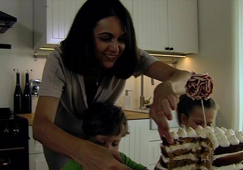 TV 2014 09 13: Pasigaminkime morkų tortą, ką dovanoti naujai gimus vaikučiui ir kaip kaladėlės lavina