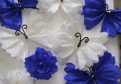 Puošnieji drugeliai ir pom-poms burbulai iš šilkinio popieriaus