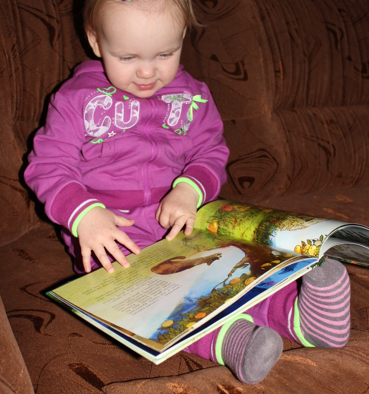florytės 4 dienos laimės akimirka: džiaugiamės nauja knygute