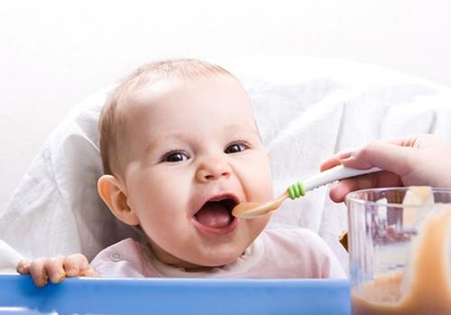 3 taisyklės apie tinkamą kūdikio maitinimą