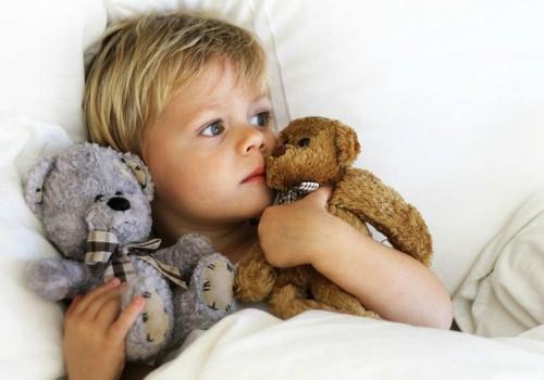 Sergantis vaikas nebūtinai turi gulėti lovoje