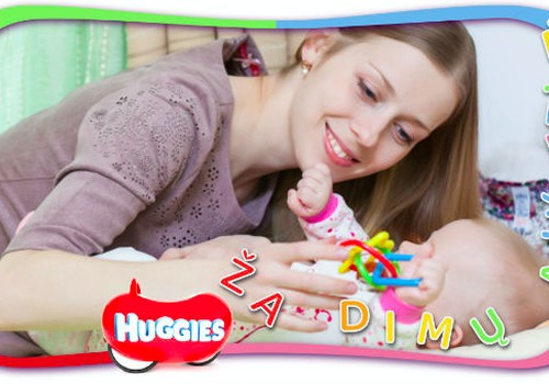 2 mėnesių mažylis: ką sugeba ir ką su juo žaisti?