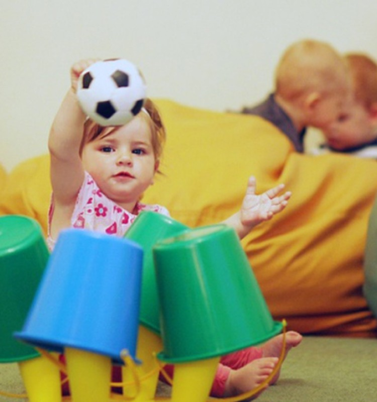 Žaislai mažajam vaikščiotojui: pažiūrėk ir parodyk savus