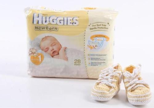 Už koliažą - pirmieji batukai ir Huggies® Newborn sauskelnės