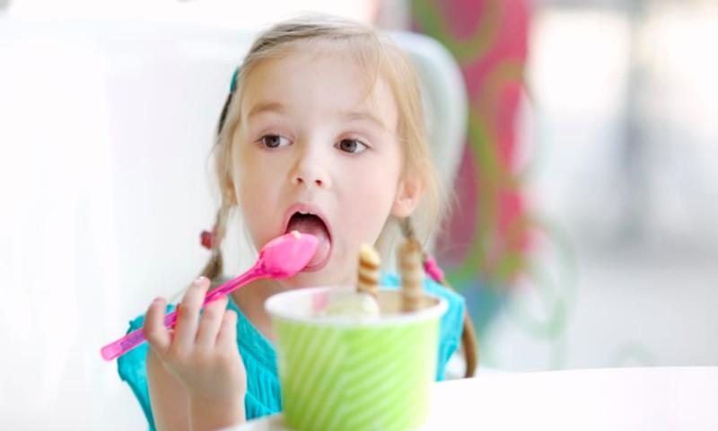 Gydytoja: Drąsiai duokite vaikams ledų visus metus