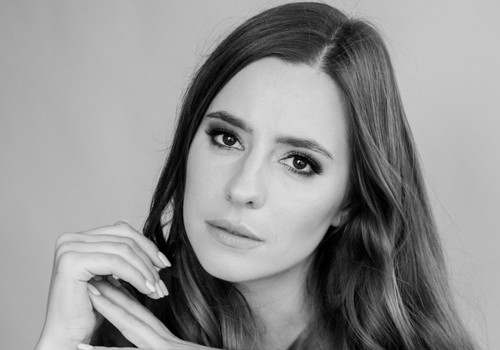 Aktorė Austėja Lukaitė įgarsino smurtą artimoje aplinkoje patyrusios moters istoriją