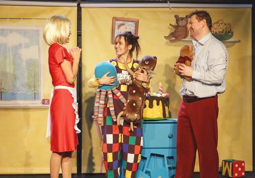 """Į kokį """"Jaunimo teatro"""" spektaklį nueitumėte su šeima lapkritį+repertuaras"""