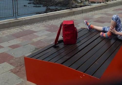 Undinėlės kraunasi lagaminą į...paplūdimį