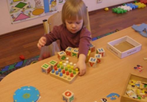 Kokiu būdu mažieji taip greitai mokosi?
