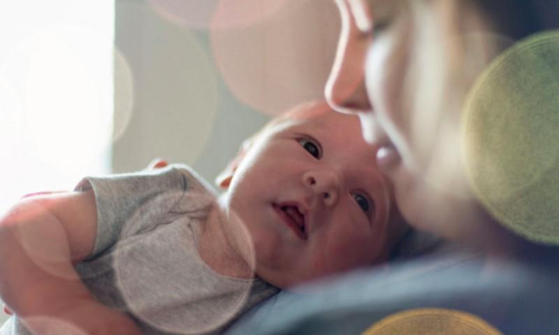 Kaip tinkamai paimti ir sūpuoti mažylį?