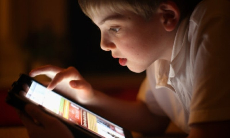 ALIARMAS: 10 priežasčių kodėl mobilūs prietaisai turi būti uždrausti vaikams iki 12 metų