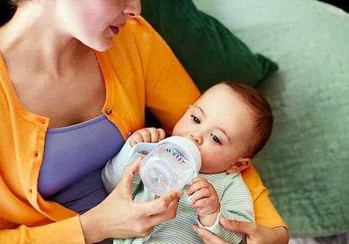 """Padėkite mažyliui pradėti gerti iš puodelio: išbandykite Philips AVENT """"Natural"""" rinkinį"""