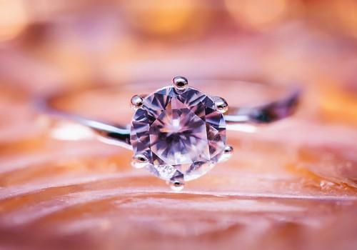 Ar žiedai su deimantu neša laimę?
