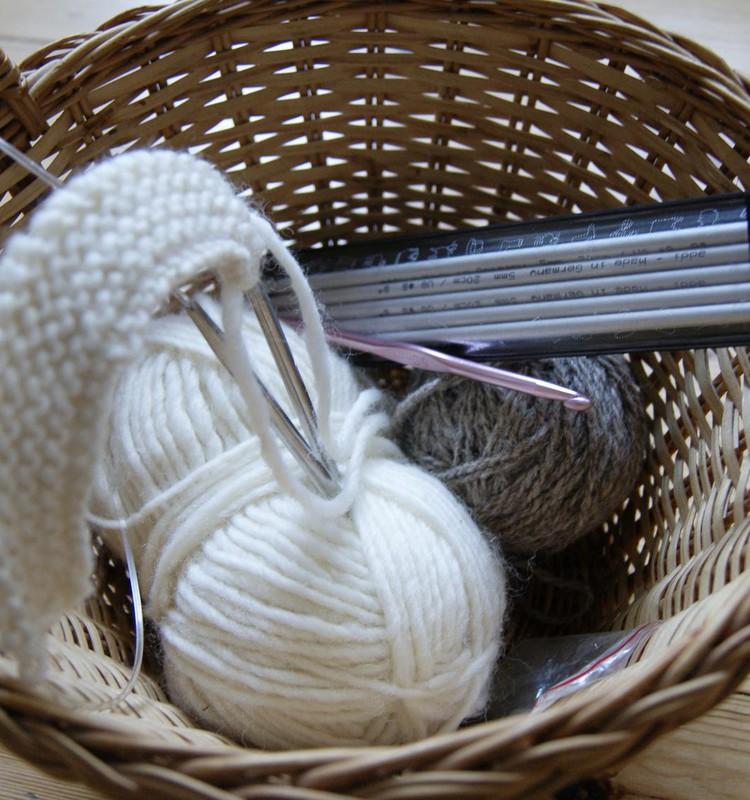 Ruošiuosi megzti kepuraitę