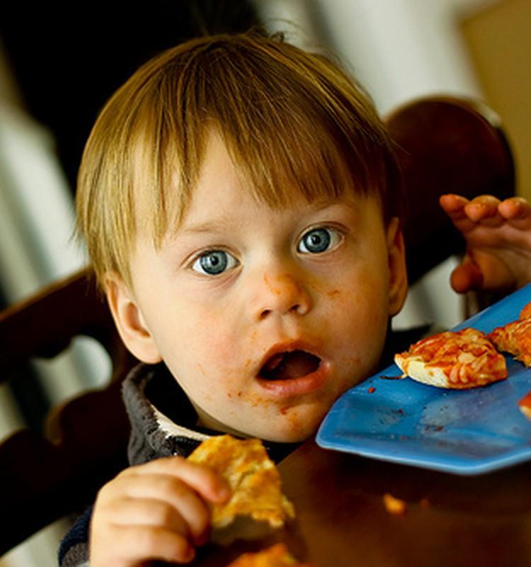 Kaip mamai suprasti, kad vaikas persivalgo?