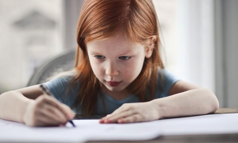 """Mintinas ,,kalimas"""" nėra naudingas: kaip pradinukams padėti lengviau įsiminti informaciją?"""