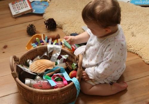 Lavinantys žaidimai su 6 - 12 mėnesių mažyliais