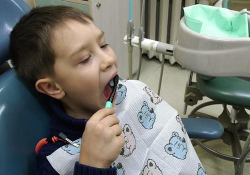 VIDEO: Kaip išmokyti vaiką dantukus valytis pačiam?