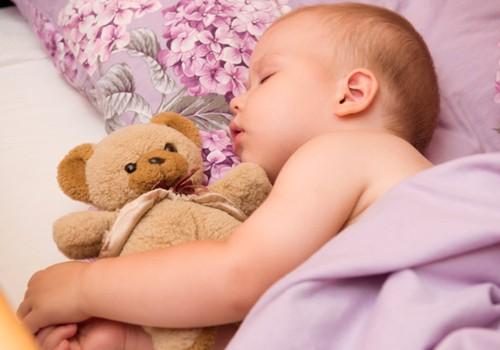 Kodėl mažylis blogai miega naktį: pataria šeimos gydytoja