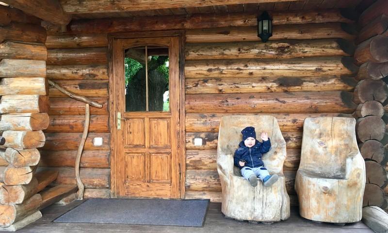 Dviejų mamų ir vaikų nuotykiai poilsio komplekse TURBAS bei AB parke Latvijoje