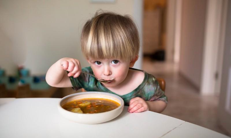 Maitinimo gerinimui – sezoniniai ir alergiškiems vaikams skirti valgiaraščiai