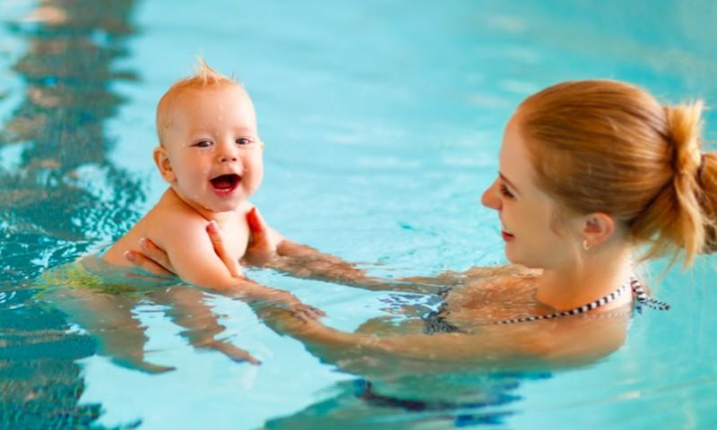 Į baseiną - nuo kūdikystės!