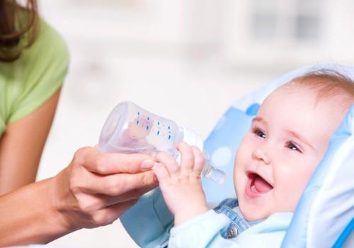 Ar žindomam kūdikiui reikia duoti vandens?