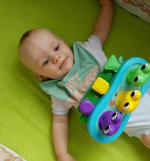 Išbandėme  ,,Bright Starts'' muzikinį žaislą – varlytes