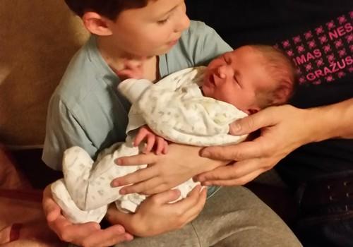Mūsų tėtukas auklėja ir sūnų, ir dukrą