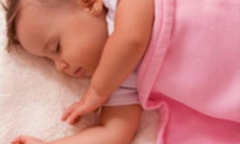 Ar gerai, kad kūdikis per parą labai daug miega?