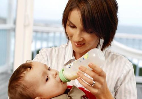 Mama: Atrodo, kad kūdikis neprivalgo mano pienelio