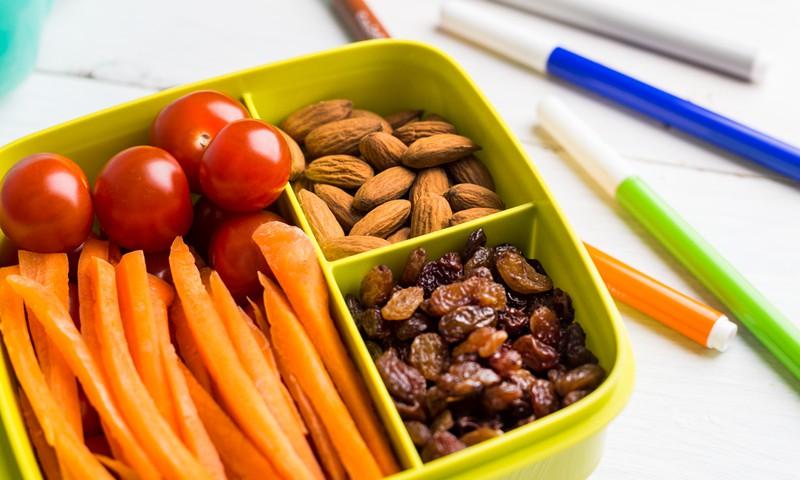 4 paprasti triukai, kurie paskatins valgyti sveikiau ir vaikus, ir suaugusius