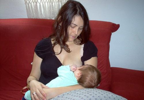 Ar pavyks žindyti kūdikį, jei krūtys nevienodos?