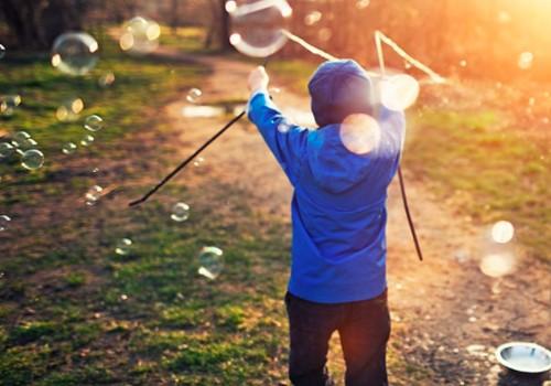 """Idėjos, ką veikti su vaikais lauke +knygos """"Nenuorama Dorė"""" įteikimas"""