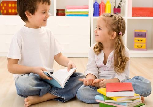 """Ar mokyti ikimokyklinuką užsienio kalbos: argumentai """"už"""" ir """"prieš"""""""