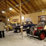 Senovinių mašinų ekspozicijos salė. Gražu ir primena vaikystę
