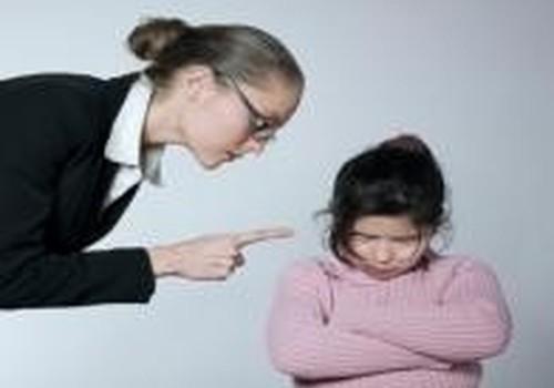 Smurtas šeimoje: ar galima auklėti diržu