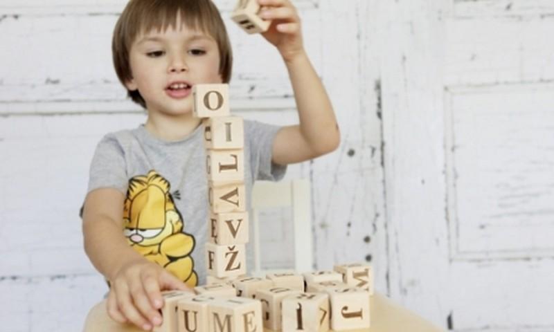 Kaip išrinkti žaislą vaikui?
