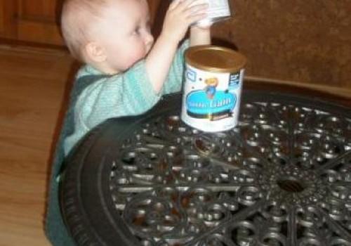 Mažylė Similac Gain Advance valgė kaip tikra gurmanė