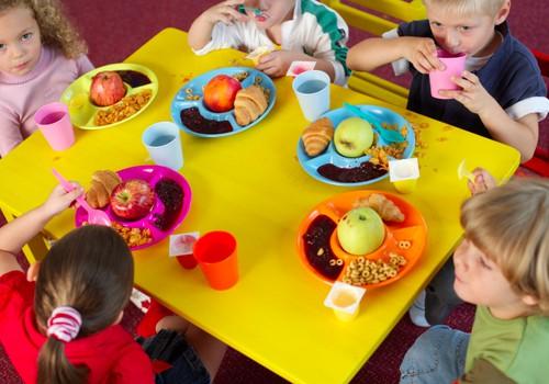 Nuo rugsėjo - 11 vaikų maitinimo pokyčių darželiuose ir mokyklose